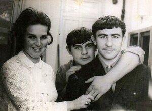 В кабинете химии, март 1973 года. Татьяна Анатольевна, любимая классная руководительница незабвенного, выпускного 10 Б. 1973 год....jpg