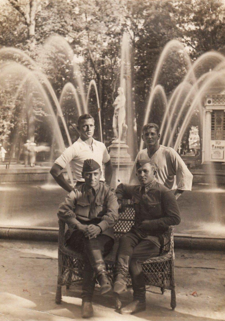 1935. Нижний парк, у фонтана «Ева»