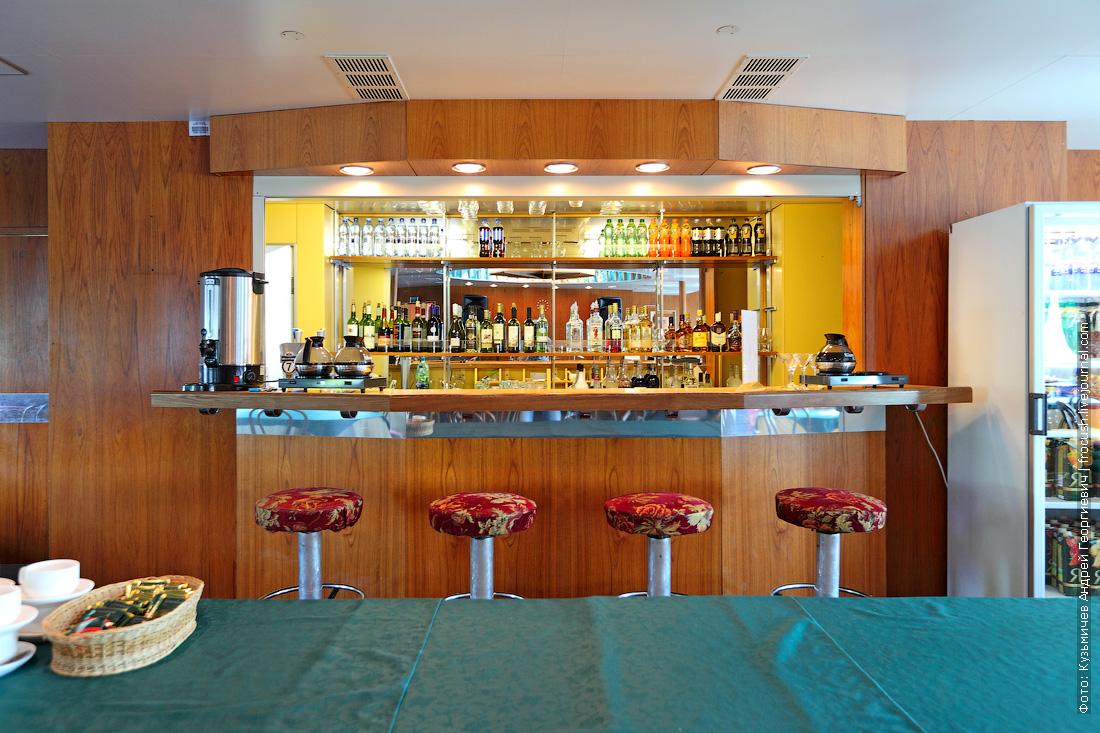 ресторан-бар на шлюпочной палубе теплоход Дмитрий Фурманов фотографии