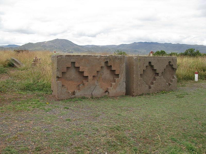 800px-3_Tiwanaku.JPG