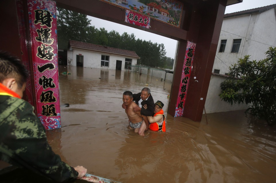 TOPSHOT-CHINA-FLOODS