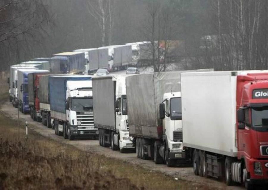 Более 500 автомобилей застряли на границе с Польшей