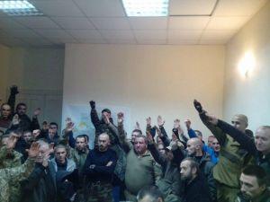 """Справедливость восстановлена: на собрании 2 ЗБату ДУК бойцы поддержали командира """"Хаммера"""""""