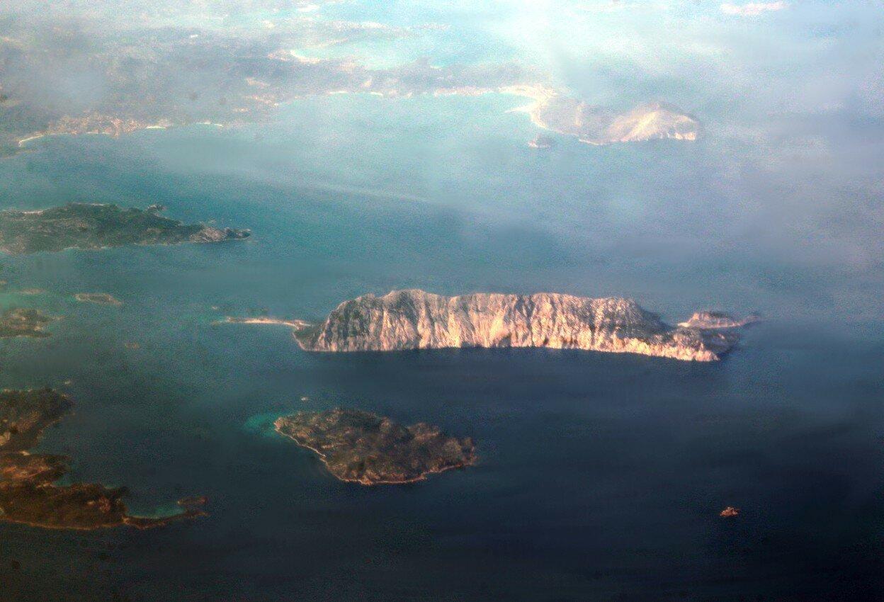 Остров Таволара. Вид с самолёта