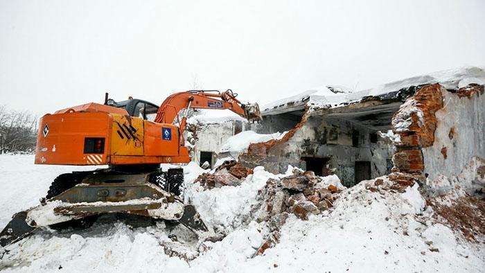 Снос аварийных построек и ветхих сооружений в Московской области