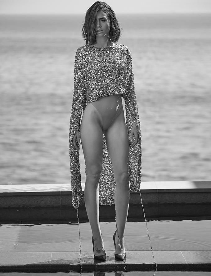 Лили Коллинз в Malibu Magazine