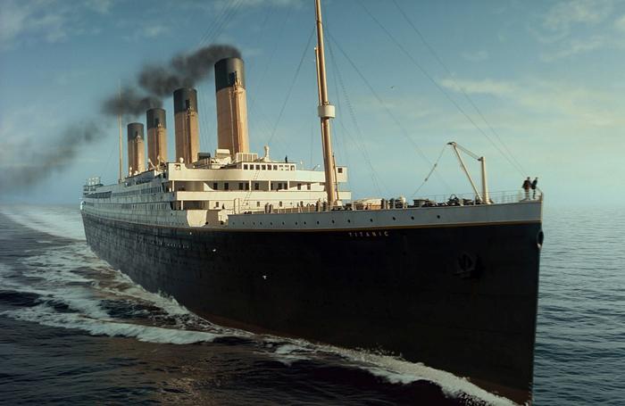 *Титаник* – самый современный на то время лайнер.