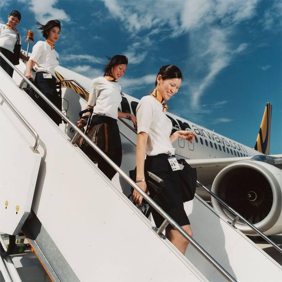 2. Каждый из бортпроводников должен владеть английским языком и обладать определенными внешними пара
