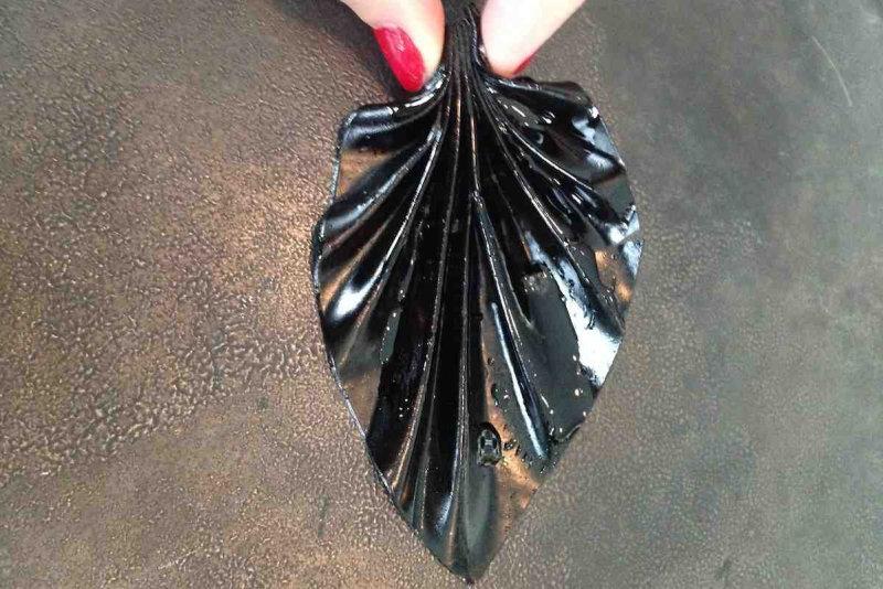 Жареный черный чеснок, измельченный с оригами, сбрызнутый розовым-Maitake маслом. В общем: шкурка не