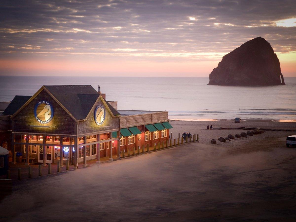 The Pelican Pub and Brewery в штате Орегон – это паб и пивоварня на берегу океана. Можно наслаждатьс