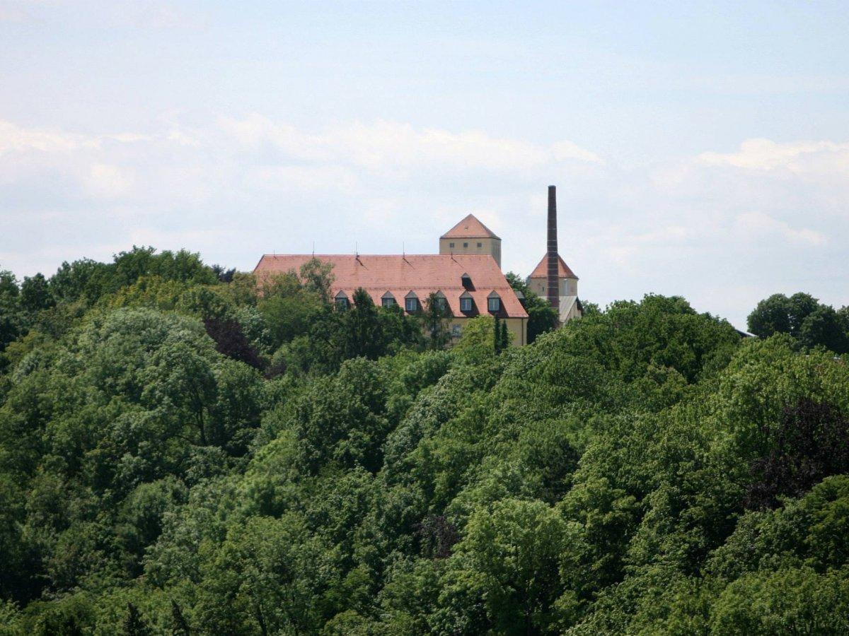 Основанная в 1040 году пивоварня Вайенштефан, расположенная за пределами Мюнхена в Германии, являетс