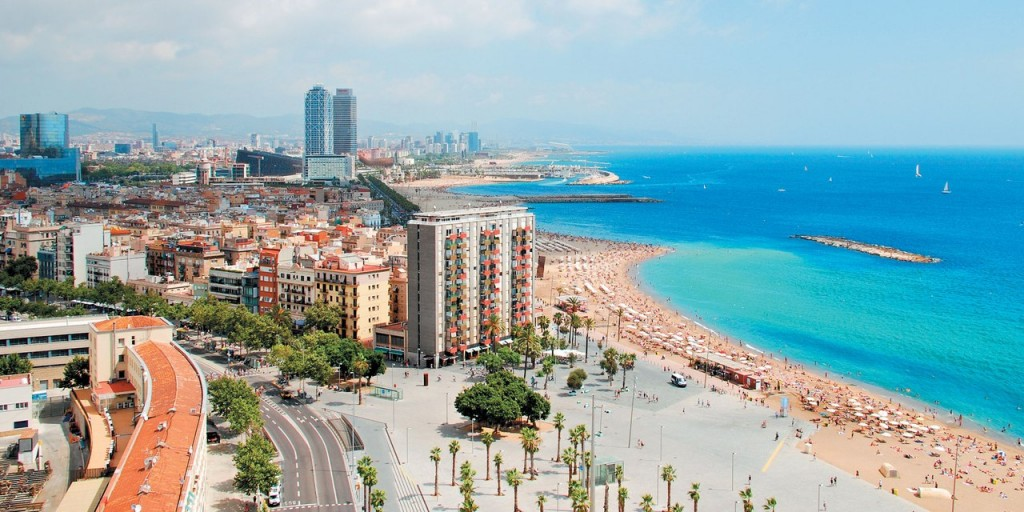 3. Ходить полуголым по району Барселонета Все местные жители помнят почти легендарную историю о толп