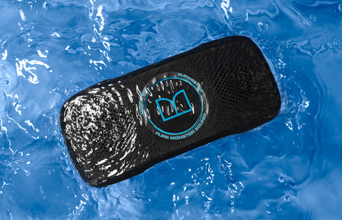 Monster SuperStar BackFloat – плавающая водонепроницаемая Bluetooth-колонка для отдыха на воде. Коло