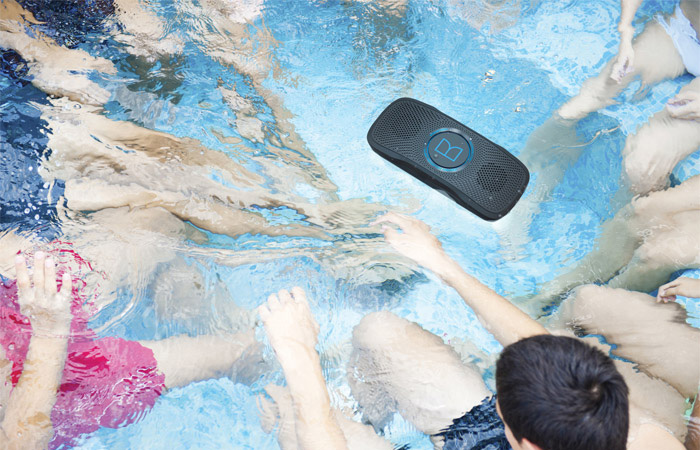 Monster SuperStar BackFloat – плавающая водонепроницаемая Bluetooth-колонка для отдыха на воде. Диза