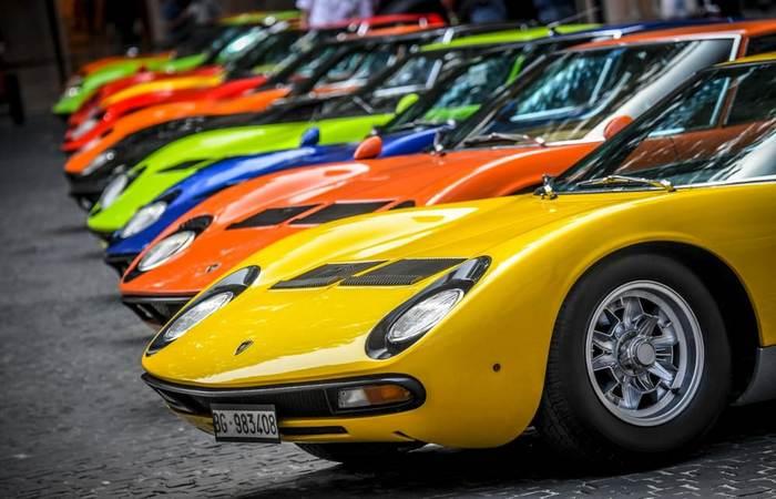 Автомобили Lamborghini Miura. Появление юбилейных суперкаров от известных брендов стало сегодня прив