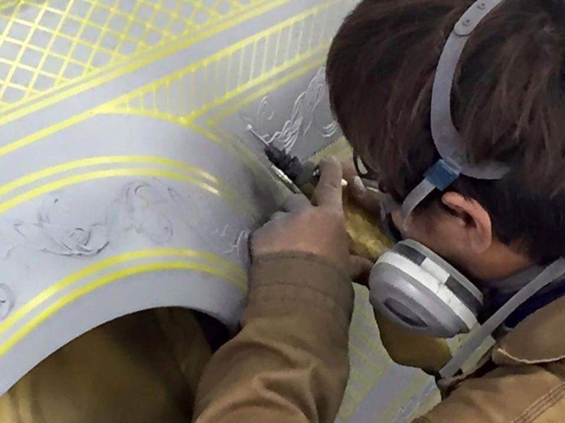 Резной Nissan GT-R в золотых доспехах (18 фото)