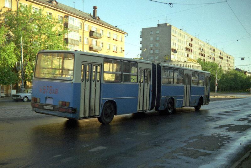 481918 Автобус на Комсомольском проспекте.jpg