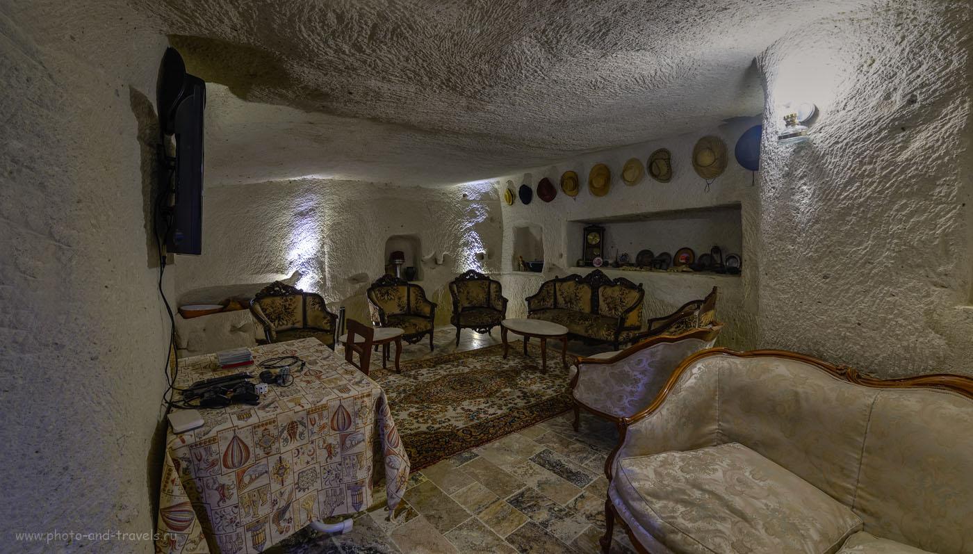 Фото 9. Так выглядит общий зал отеля Melek Cave Hotel в деревне Гёреме в Каппадокии. Самостоятельный отдых в Турции. HDR, Самъянг 14мм.