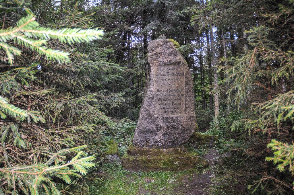 Памятный камень Фридриху Карлу Прусскому.jpg