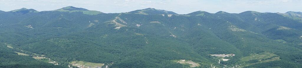 Вид с верхней станции канатной дороги Сафари-парка в Геленджике