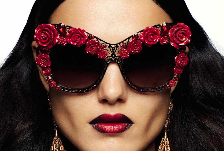 розы и загадочная Бланка Падилья / Blanca Padilla by Miguel Reveriego - Vogue Espana march 2017