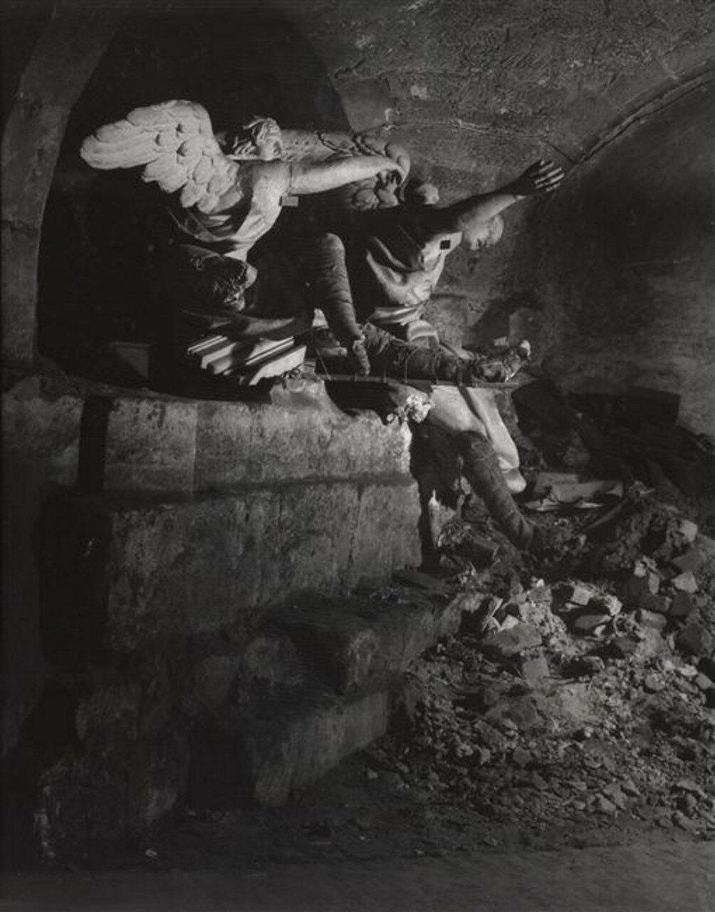 1945. Ангелы в подвале церкви Святого Роха