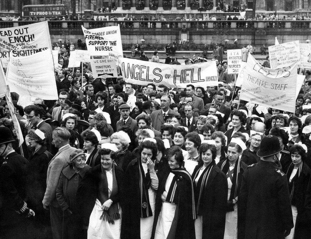 1962. 28 апреля. Медсестры во время массовых акций протеста по ставкам заработной платы