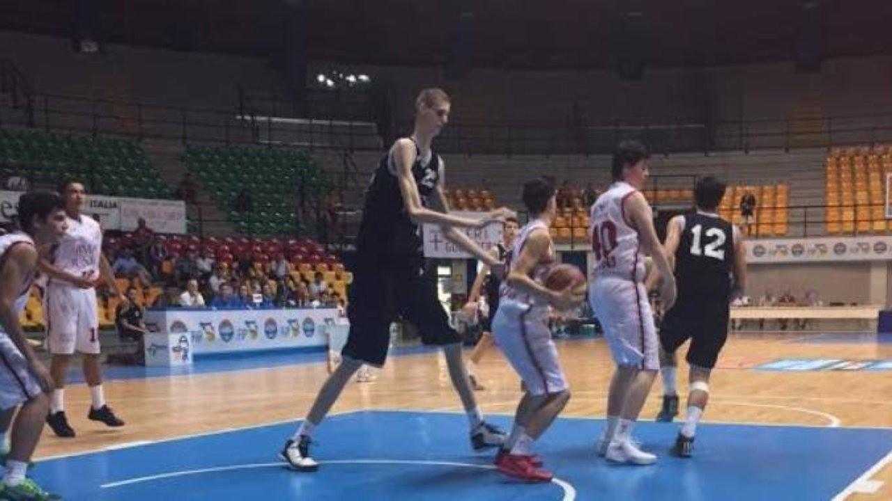 Будущий самый высокий баскетболист