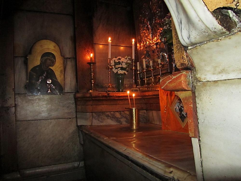 inside-holy-sepulchre_resize.jpg