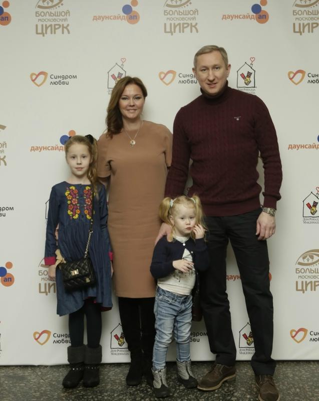 Ольга Кокорейкина с семьей.JPG
