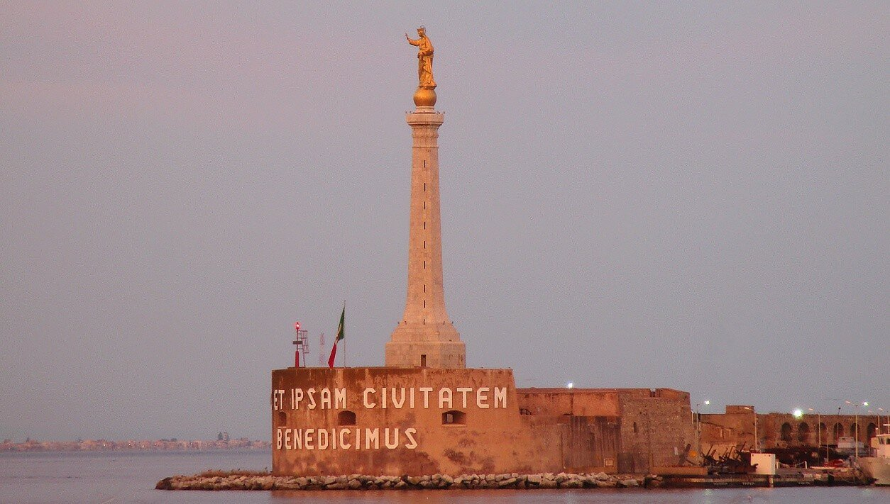 Messina. Evening at the port