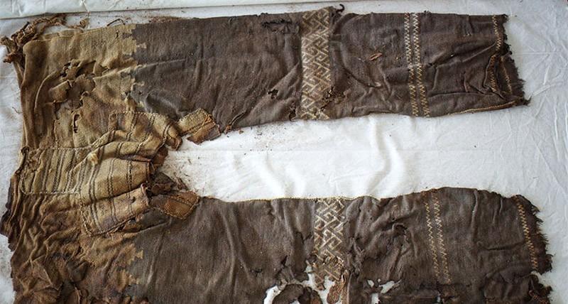 7. Самые старые брюки (3300 лет). Старейшей паре брюк в мире 3300 лет. Они были найдены в Западном К