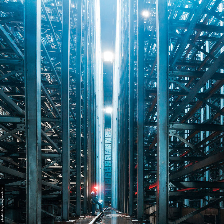 Фотографии pila-dotoshnaya.livejournal   1. Это автоматизированный склад завода ЗИЛ, построе