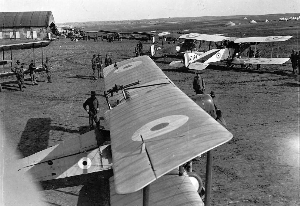 29. Пилот в маске для полетов. Также смотрите « Битва за Сталинград ».