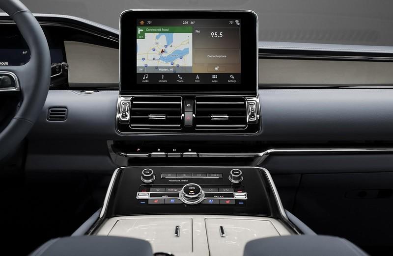 Для водителя – 12-дюймовая цифровая приборная панель с возможностью конфигурации