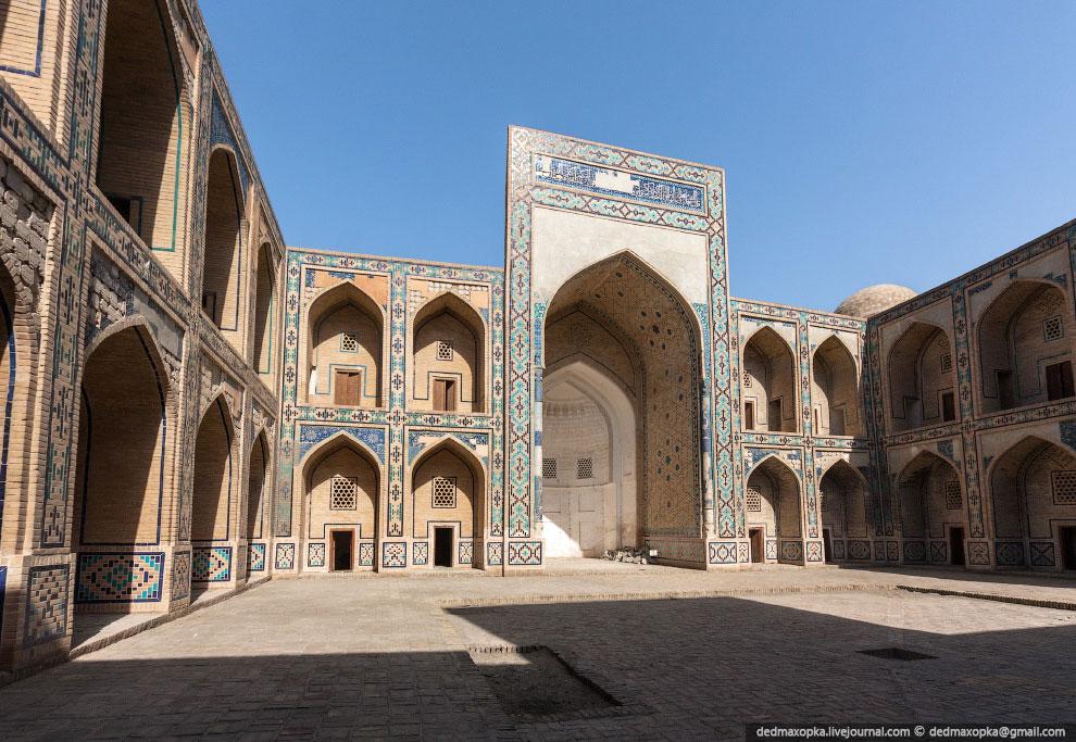 В Бухаре, как и во всем Узбекистане, многие до сих пор передвигаются на осликах: