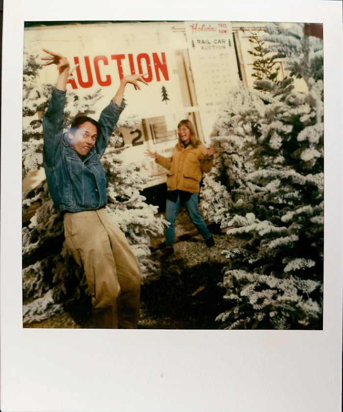 7 декабря 1990 года: дурачатся во время покупки рождественской елки.