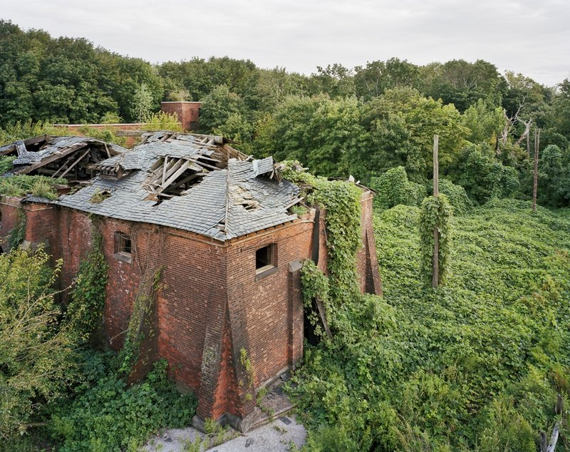 Eerie Photos of North Brother Island, the Last Unknown Place in New York City (11 pics)