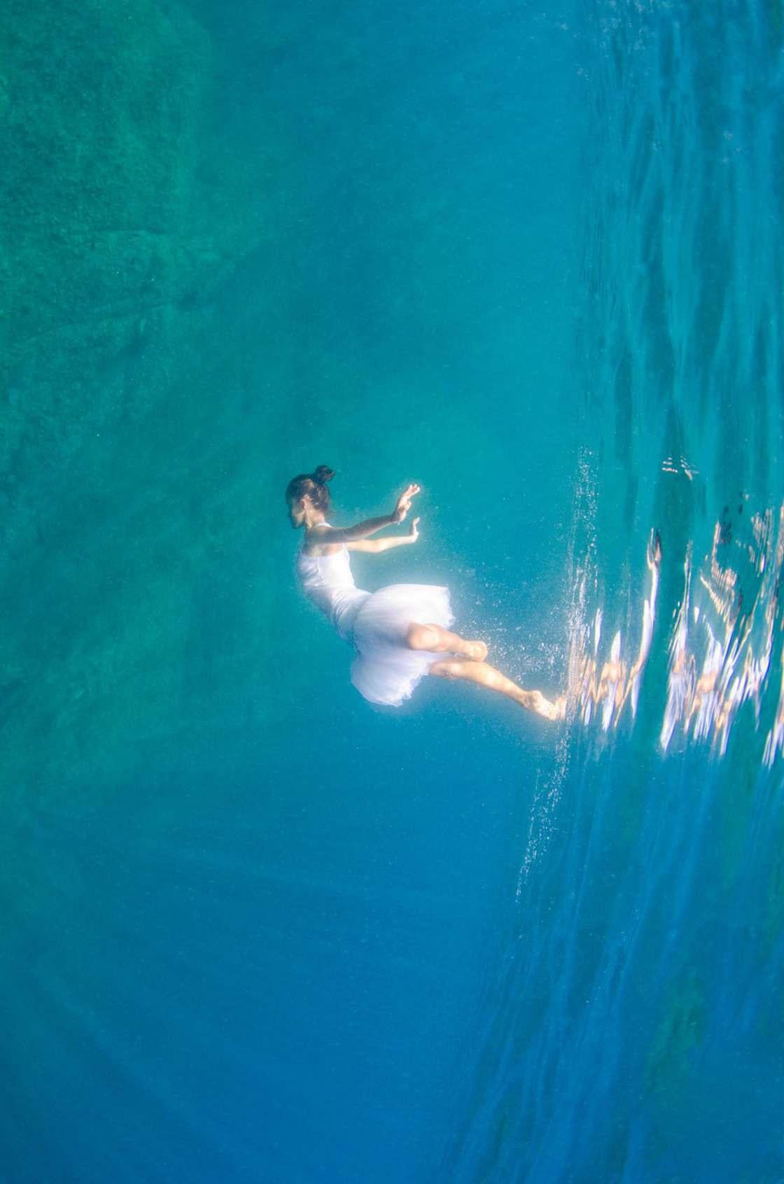 Liquid Dreams – Capturing ballerinas underwater in captivating photos (15 pics)