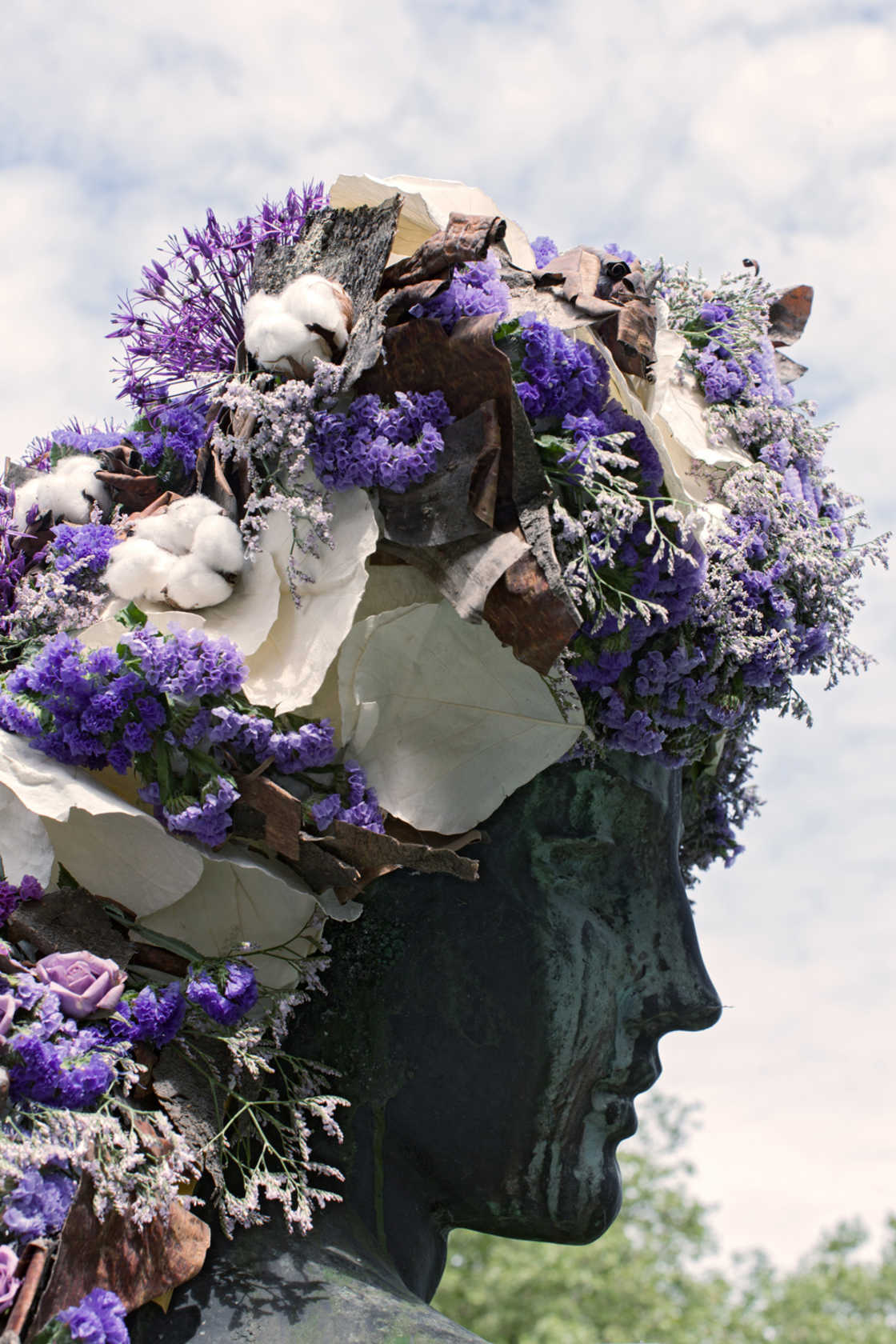 Vegetal by Nature - When an artist is styling statues with flowers