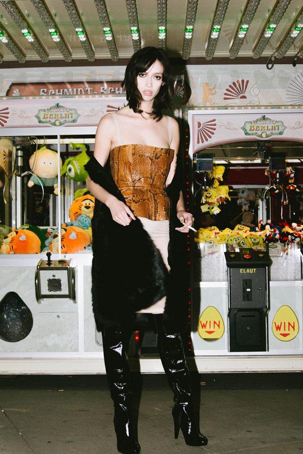 Dress: Dolce&Gabbana Snakecorset & Furcoat: Dawid Tomaszewski Shoes: Mai Piu Senza