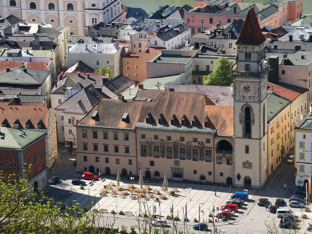 Rathausplatz Passau.jpg