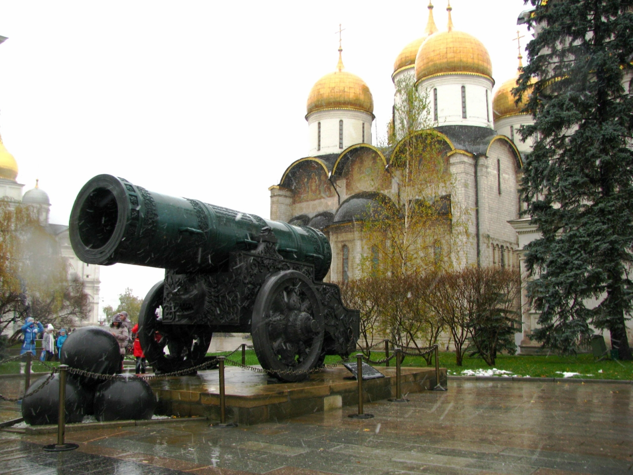 Царь-пушка и Успенский собор.jpg