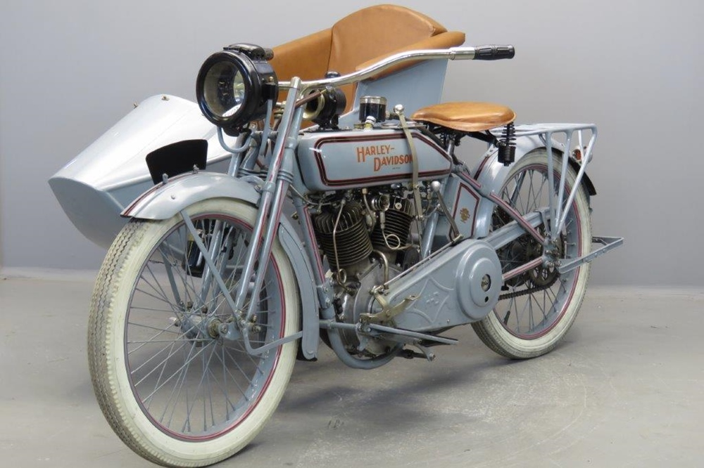 Старинный мотоцикл Harley-Davidson 16F 1916 с коляской