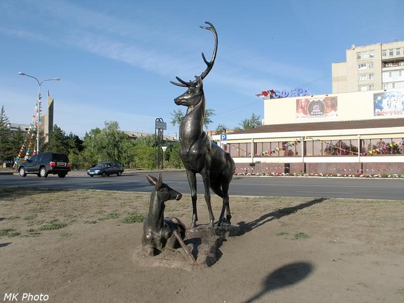 Скульптура оленей на набережной