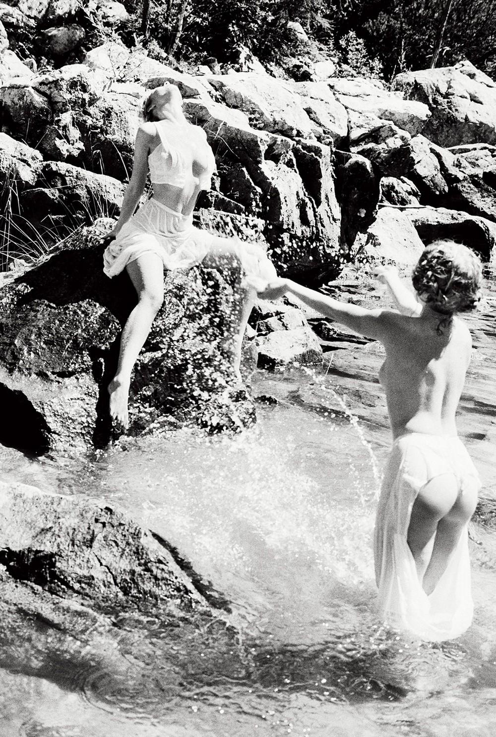 Диони Табберс и другие в откровенной фотосессии