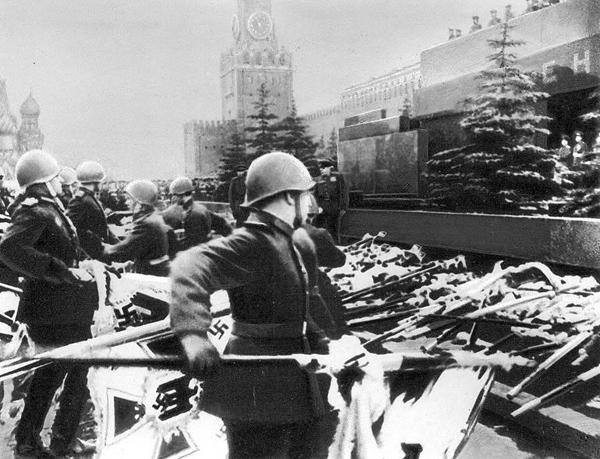 Мавзолей Ленина снова задрапируют ко Дню Победы