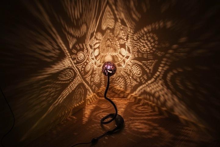 Великолепные узорные лампы из кокосов