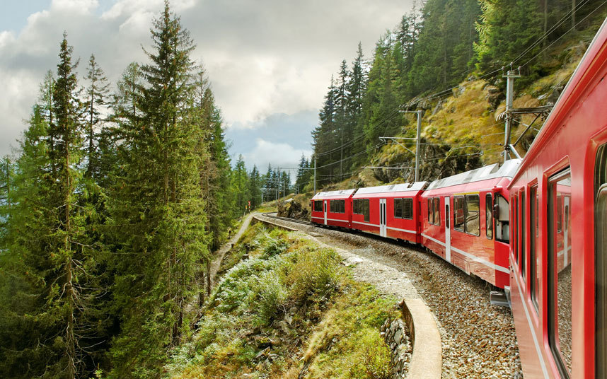 8. «Бернина Экспресс» Эту самую высокую железную дорогу, пересекающую Альпы, можно назвать настоящим