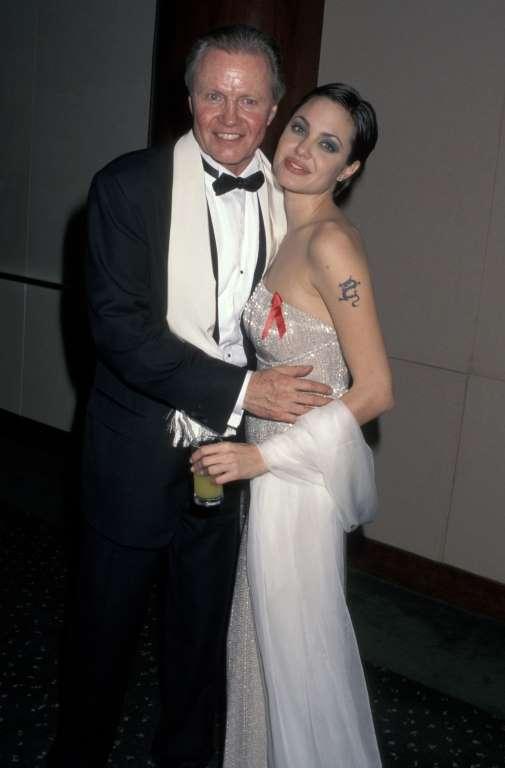 24. Джон Войт и Анджелина Джоли.